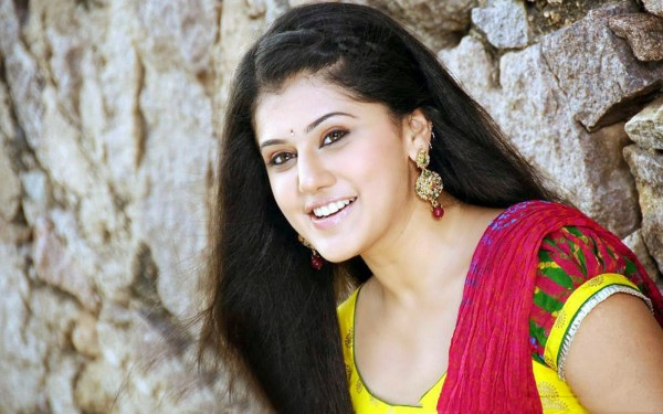 Taapsee bags another biggie in Bollywood