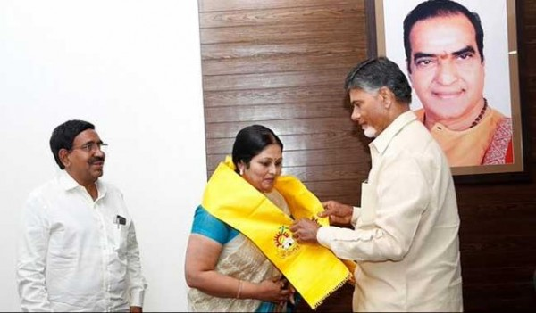 Telugu Actress Jayasudha quits Congress, Joins TDP