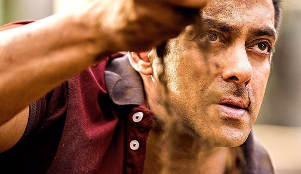 Salman Khan Reveals His New Clean-Shaven Look From Sultan (1)