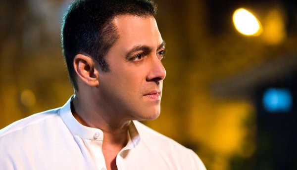Salman Khan Reveals His New Clean-Shaven Look From Sultan (2)