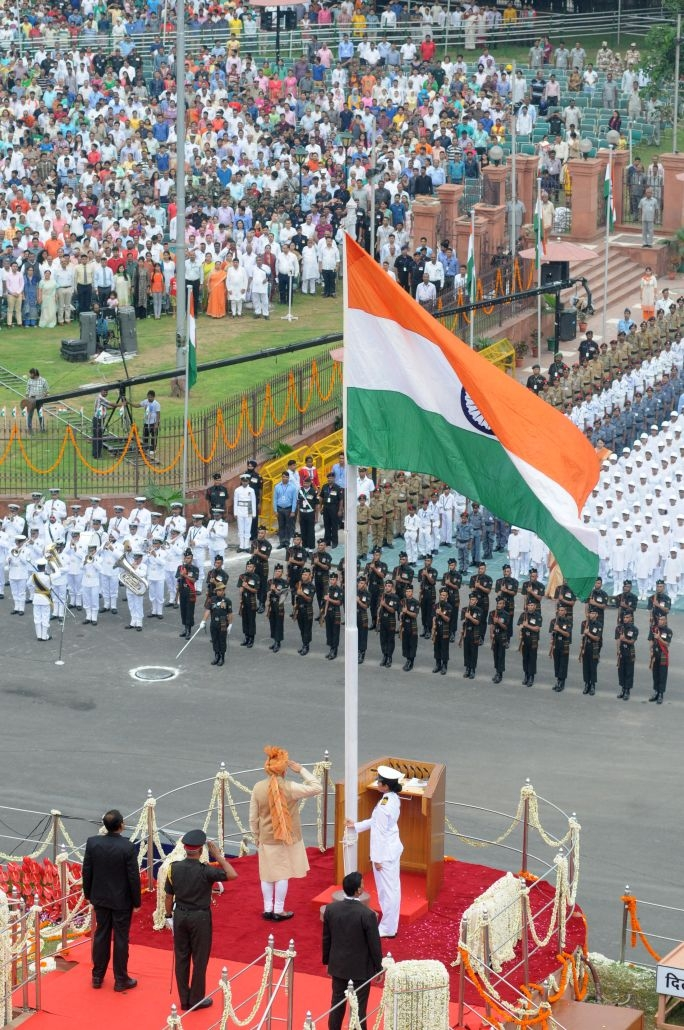 pm-hoisting-flag-at-red-fort-on-independence-day-2016