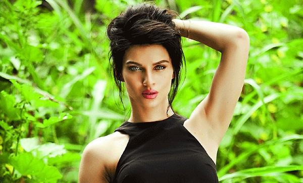 Baahubali Manohari Song Fame Scarlett Wilson Slaps Co-Actor for Misbehaving With Her