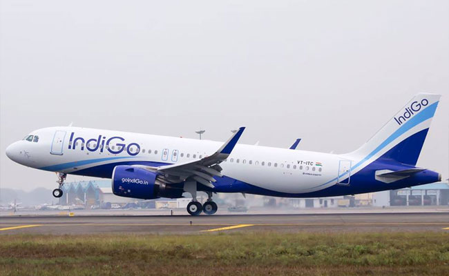 Women Passenger 'Aggressive' on On-Board Crew of IndiGo Airlines – First Case After No-Fly Rule is introduced
